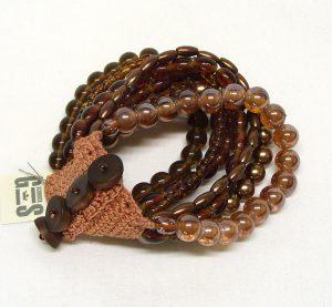 Armband aus braunen Glasperlen